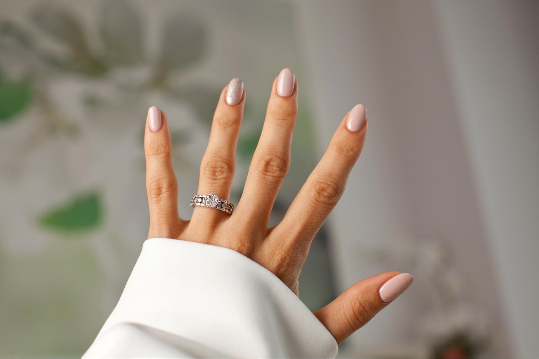 Pierścionek z diamentem to must have dla każdej kobiety
