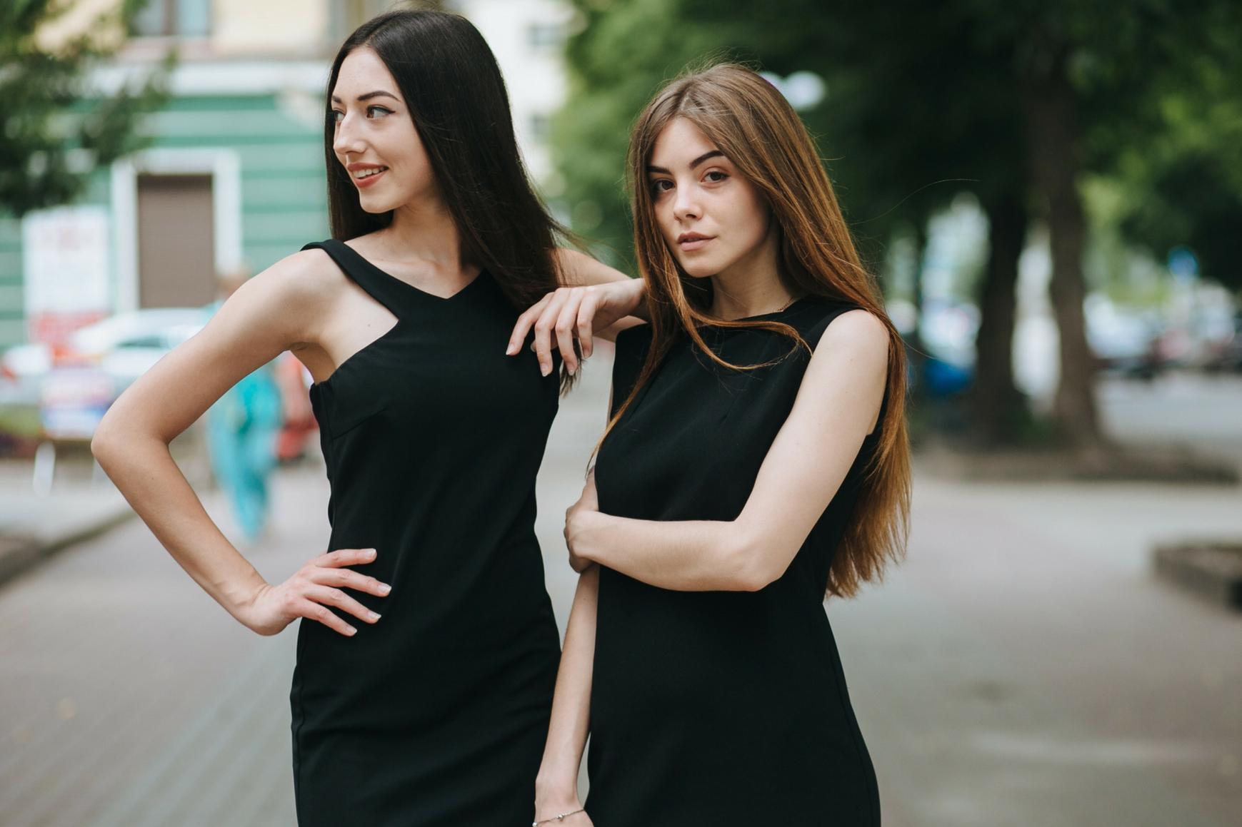 Jak nosić małą czarną?