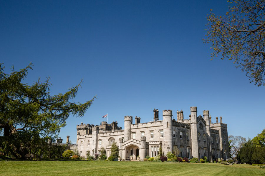 Dundas-Castle-Outside-Wedding-002