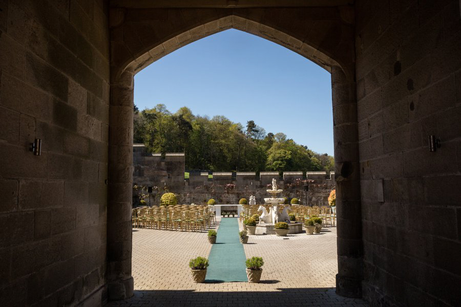 Dundas-Castle-Outside-Wedding-004