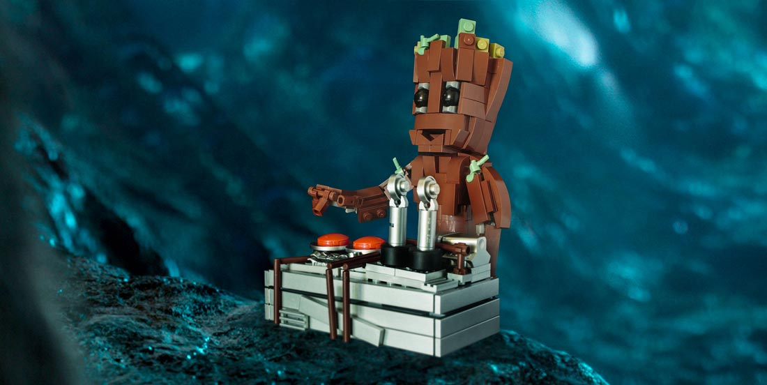 LEGO Baby Groot - Pressing the button