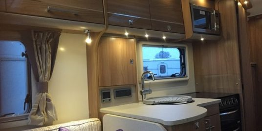 ** One Owner ** 2015 Bailey Unicorn Valencia III OVS – Fixed Bed / Entire End Washroom. As New.