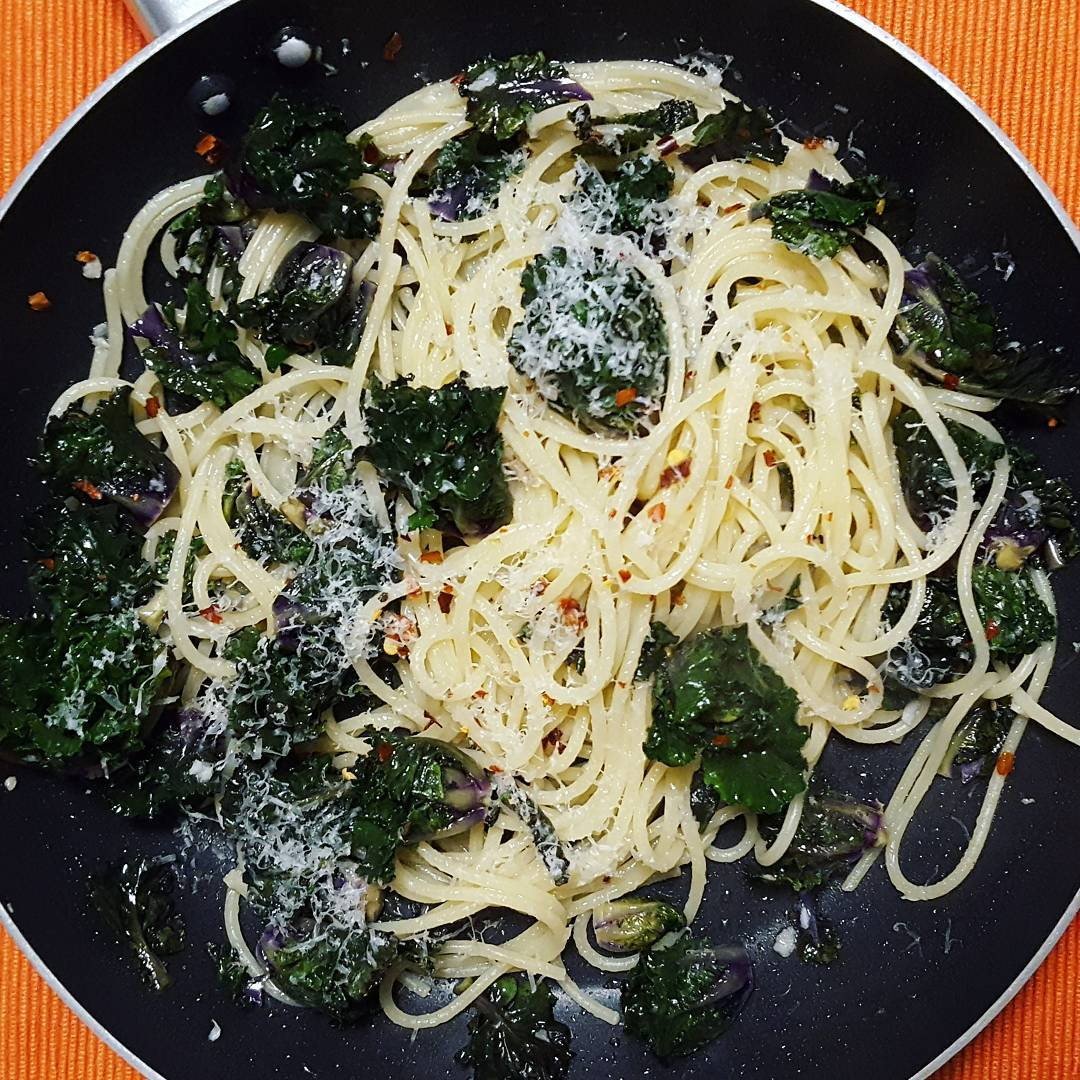 Garlic Kale Pasta with Chilli Flakes