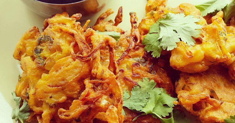Deliciously Crunchy Onion Pakoras or Onion Bhajji's