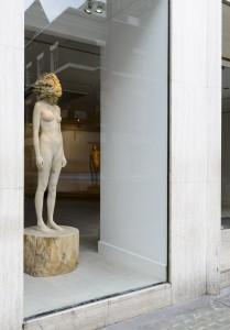 Aron Demetz, Sensa Titolo (exhibition display), 2013, Maplewood and silicon, 60 cm x 217 cm
