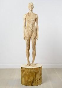 Aron Demetz, Nord, 2012, Limewood, 60 cm x 60 cm x 220 cm