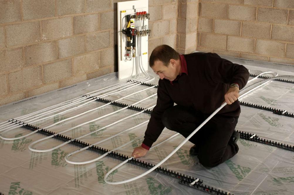 Floor tiling diy