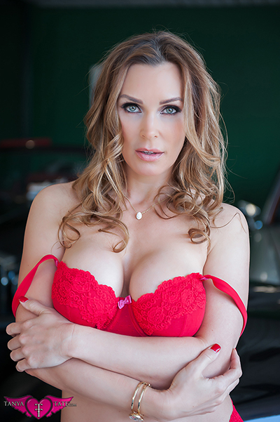 MILF Tanya Tate in red lingerie
