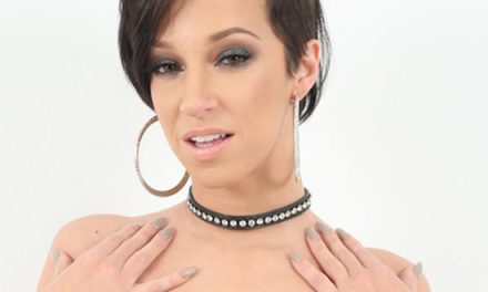 Jada Stevens inks deal with The Rub PR