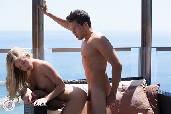 FROLICME.COM – FUCKING HIGH starring Sicilia Model and Andy Stone