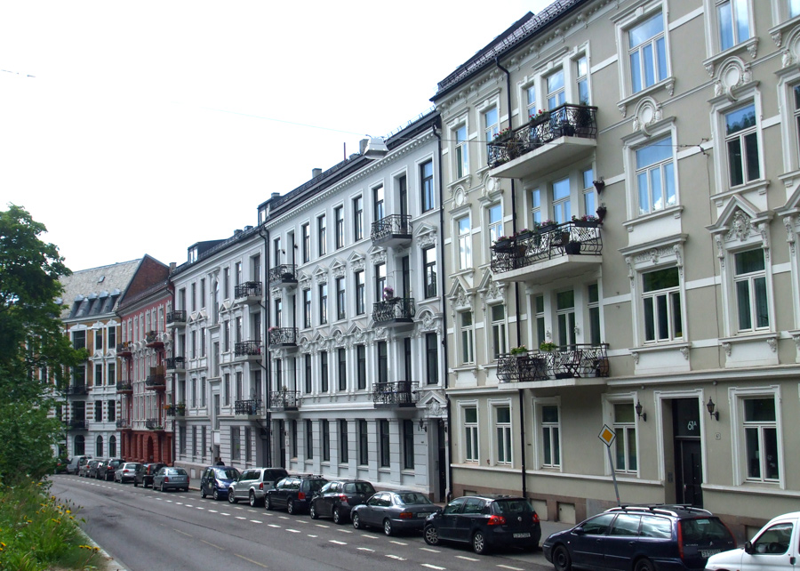 Beautiful houses bordering St. Hanshaugen Park