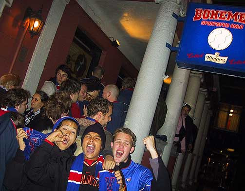 Vålerenga fans outside the pub