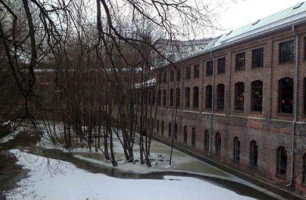 Mathallen by the frozen Akerselva