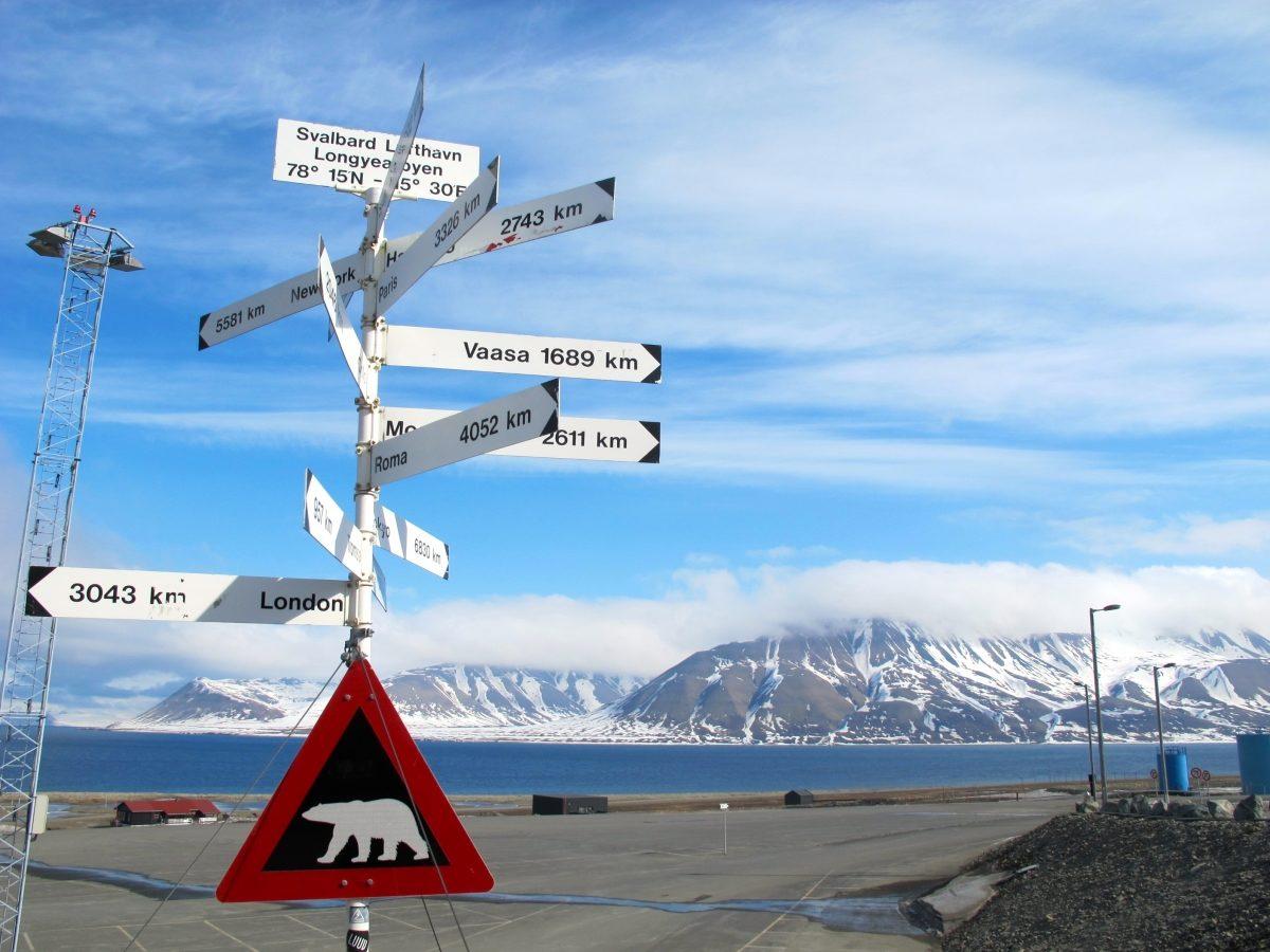Svalbard airport signpost