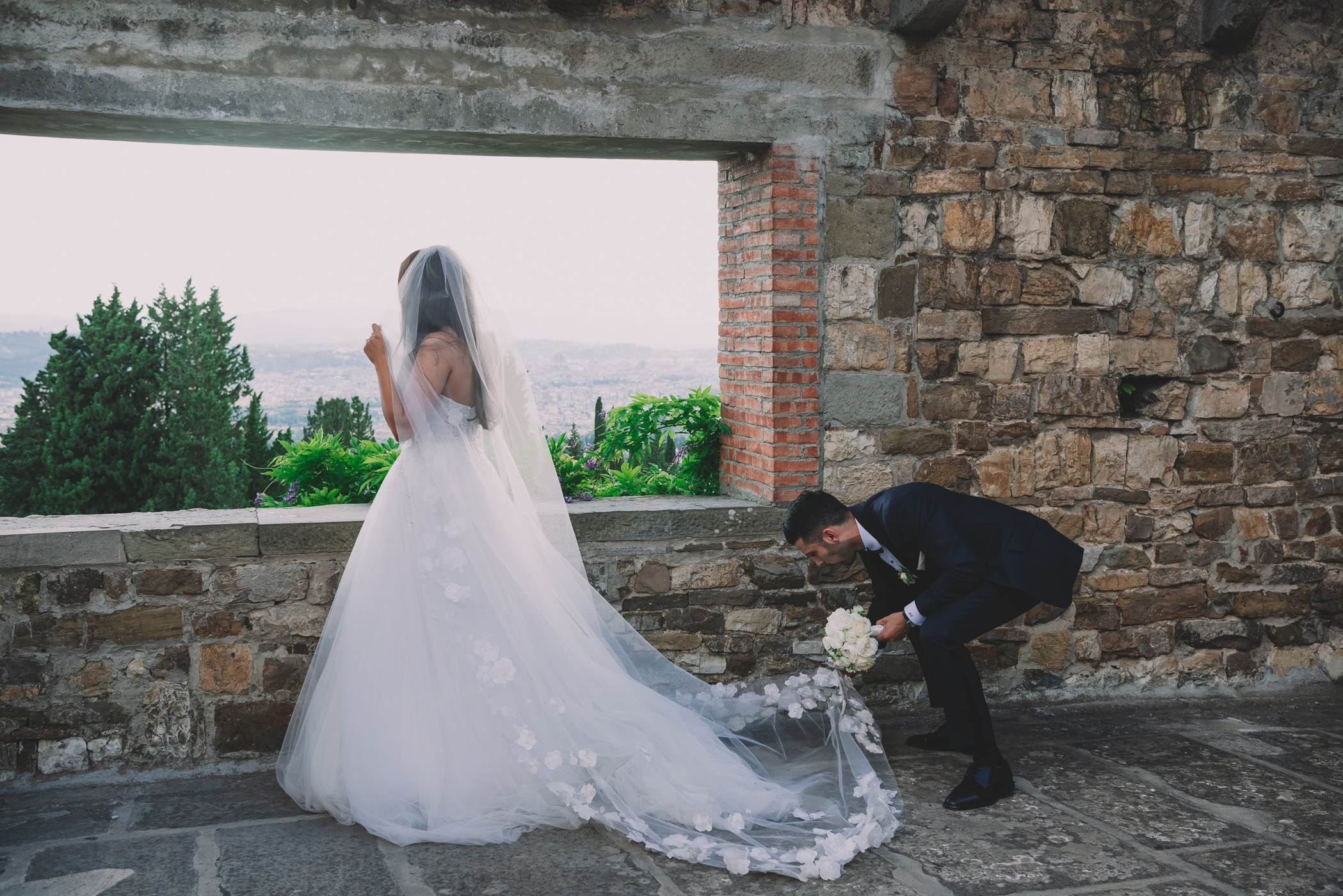 wedding photography of the bride and groom at florence castello di vincigliata in florence