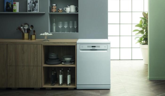 Hotpoint-HFO-3P23-WL-dishwasher-lifestyle-hi-1