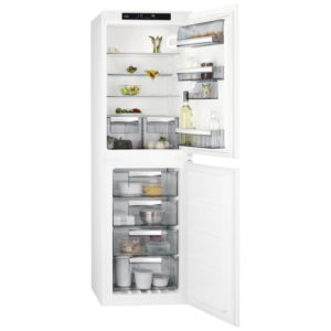 Hotpoint HM7030ECAA03 177cm Integrated 70/30 Fridge Freezer