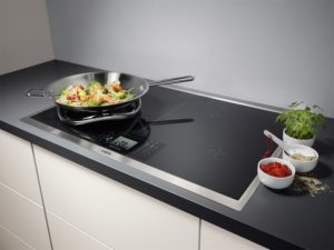 aeg-maxisight-induction-hob-with-tft-control