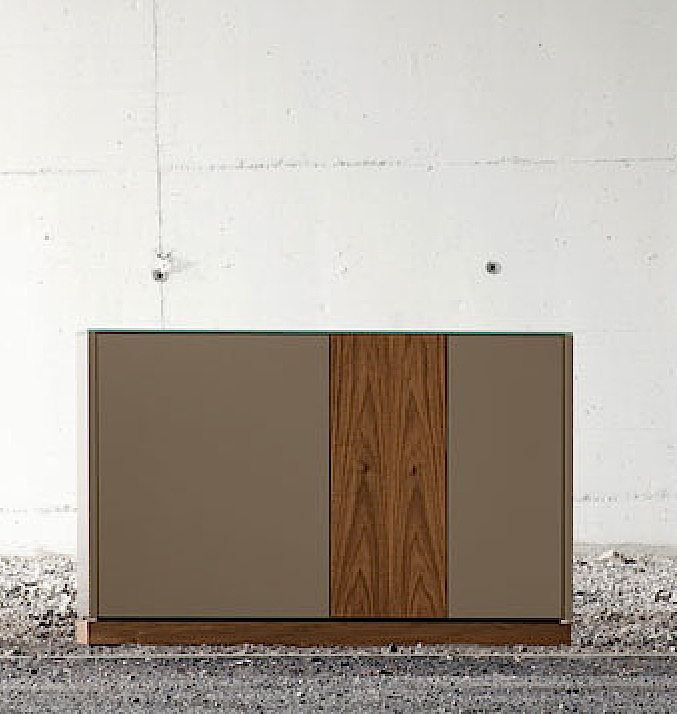 LINEA 125 SMALL SIDEBOARD, TAUPE MATT LACQUERED BODY WITH WALNUT DOOR AND PLINTH -31651