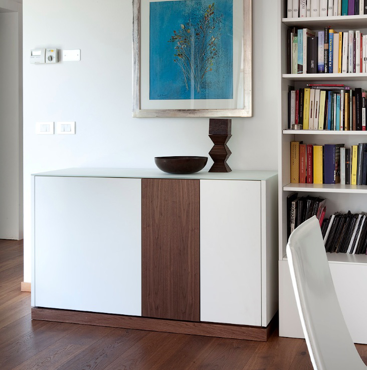 LINEA 125 SMALL SIDEBOARD, WHITE MATT LACQUERED BODY WITH WALNUT DOOR AND PLINTH -31646