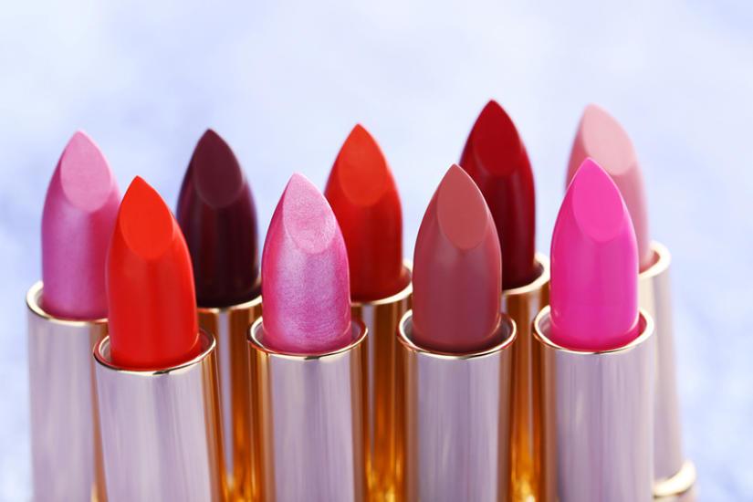 Kolorowe szminki do ust są bardzo modne tej jesieni