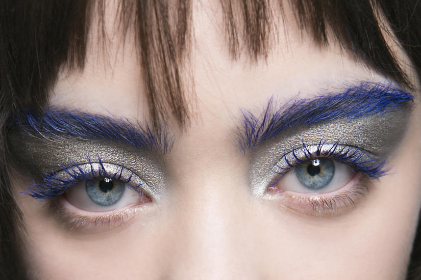 makijaż - kolorowe brwi