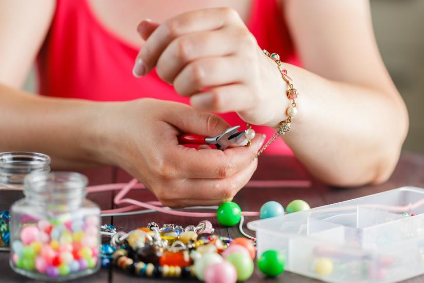 biżuteria: sutasz i koraliki
