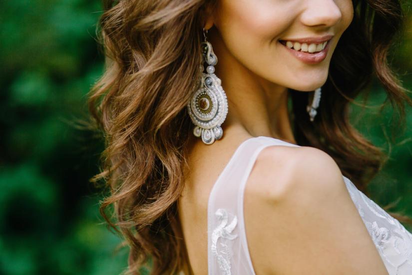 Biżuteria z sutaszu prezentuje się efektownie