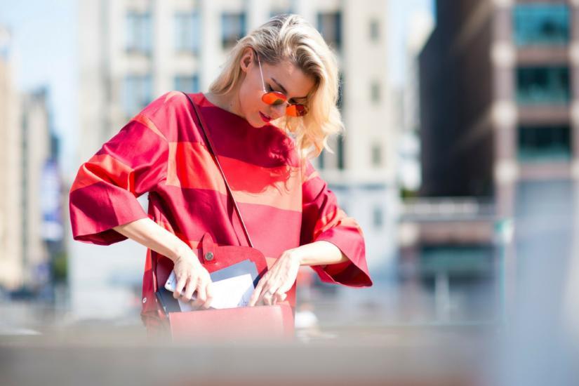 Luźne bluzki zakryją wystające fałdki