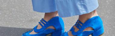 Kobaltowe botki to model obuwia, w który warto zainwestować tej wiosny