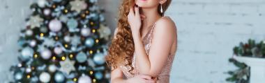 Świąteczna pudrowa błyszcząca sukienka