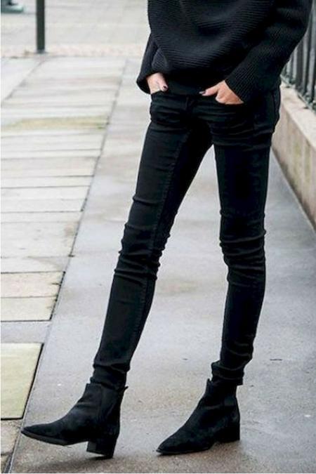 Czarne rurki + czarne botki=rozwiązanie idealne