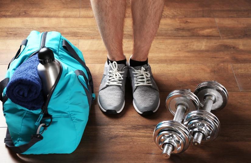 Praktyczne akcesoria na siłownię są równie ważne co odpowiednia odzież