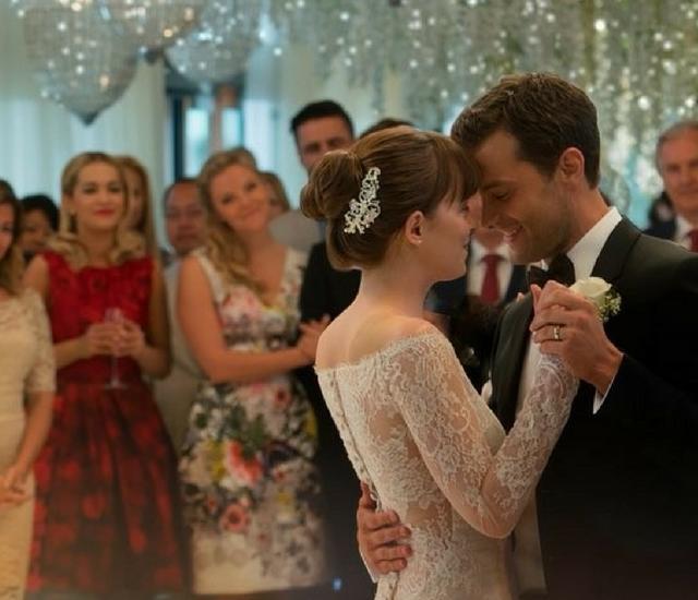 """W tej sukni z """"Nowego oblicza Greya"""" zakochały się miliony internautek. Zobaczcie!"""
