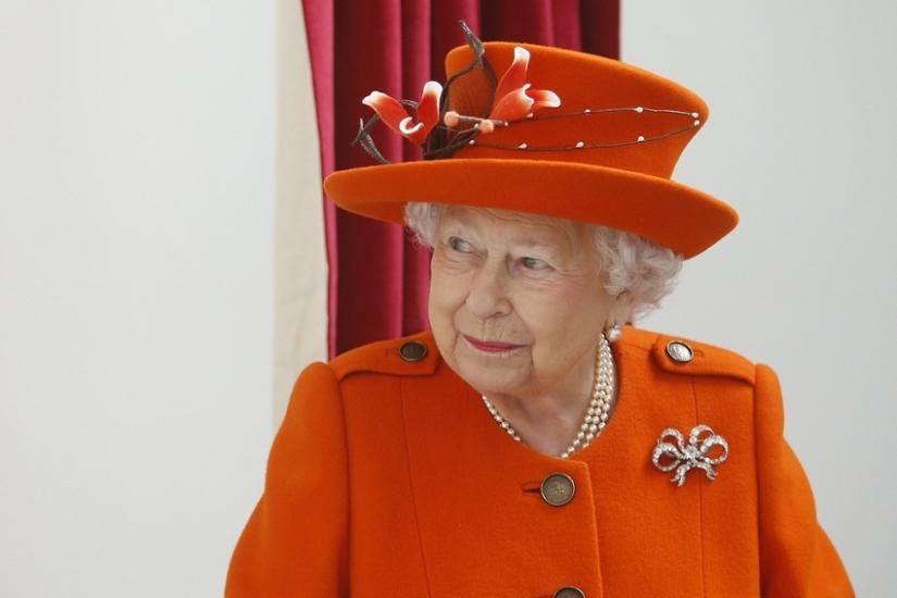 jakie buty nosi Elżbieta II
