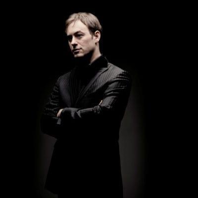 Jonathan Cohen, ConductorPhoto: Marco Borggreve
