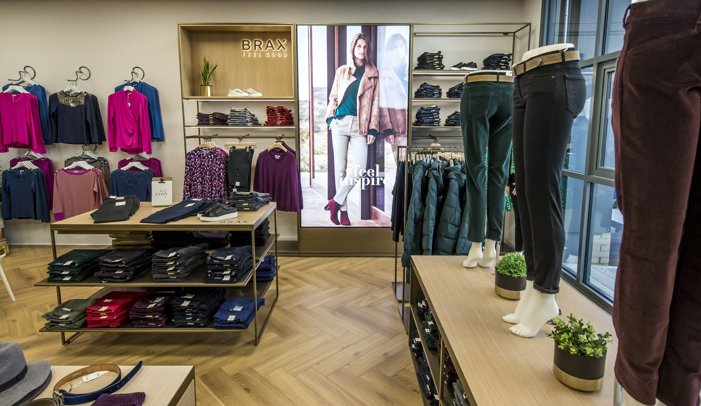 Displays that lead to sales with retail training