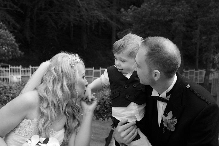 Eva_Danny_Drumtochty_Castle_Wedding-037
