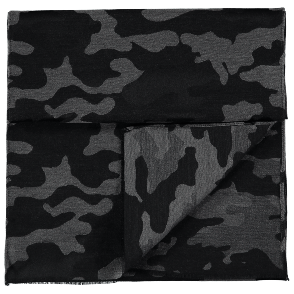 wool-scarf-camo-black-grey-detail
