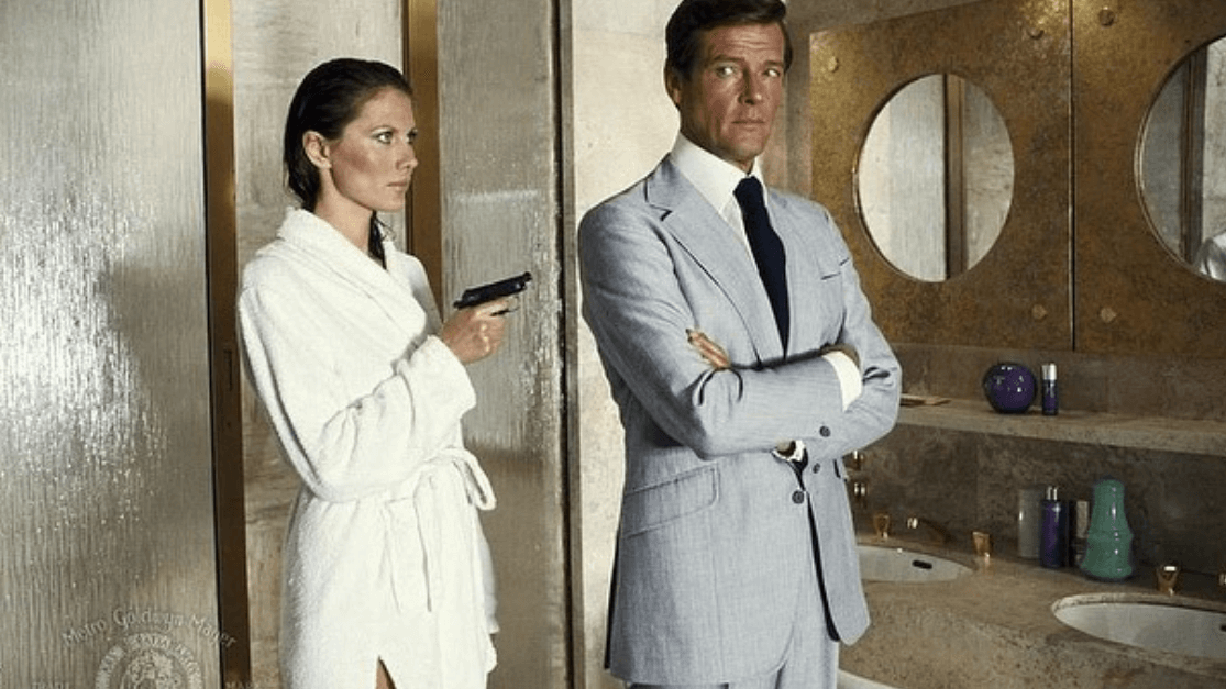 suits-on-film-roger-moore