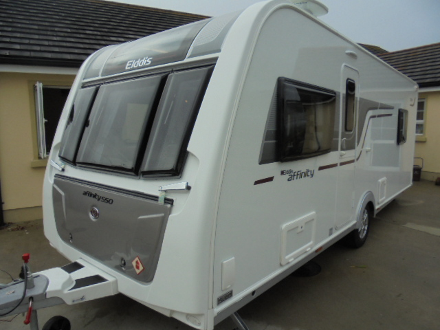 Caravan With Island Bed And Front Lounge