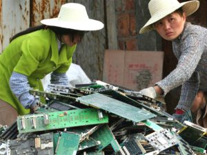 https://s3-eu-west-2.amazonaws.com/cd.darkblue.staging/content/uploads/2020/05/20084914/chinese-women-dismantle-comput_meitu_1.jpg