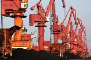 https://s3-eu-west-2.amazonaws.com/cd.darkblue.staging/content/uploads/2020/05/20092653/2A60GK6_coal_at_Lianyungang_Port.jpg