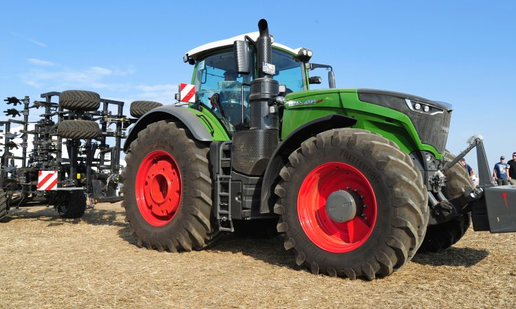 120 tractors in a show of force at Fendt 'field day'