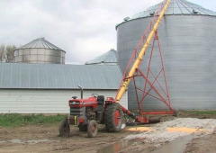 Farmer uses pocket knife to amputate leg following auger incident