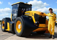 JCB Fastrac tractor smashes new British speed record