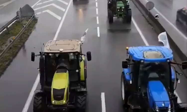 French farmers blockade roads in protest of 'agri bashing'
