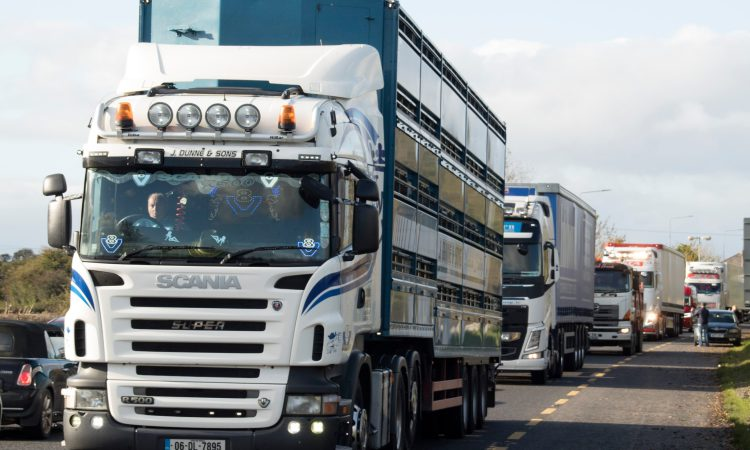 100 lorries take part in Brexit protest convoy at NI border
