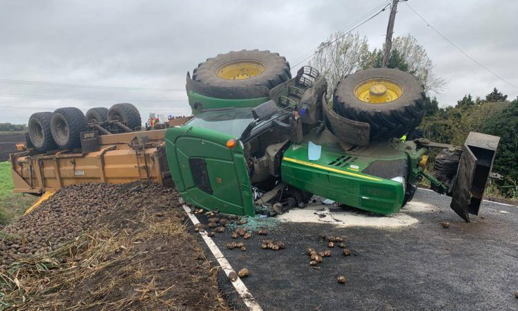 Tractor and trailer with 11t of potatoes overturn on roadside