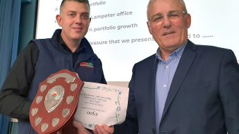 FUWIS presents awards to recognise top performers